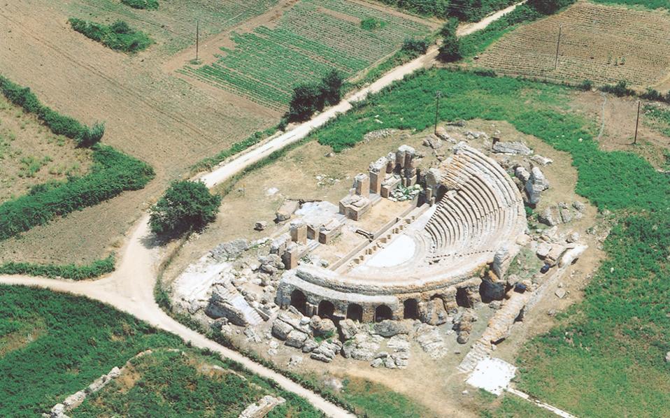 Αρχαία Νικόπολη, πόλη σύνορο του τέλους της ελληνιστικής εποχής και της αρχής της ρωμαϊκής κυριαρχίας. Αποψη του Ρωμαϊκού Ωδείου, που αποκαταστάθηκε με τη συμβολή του σωματείου «Διάζωμα».