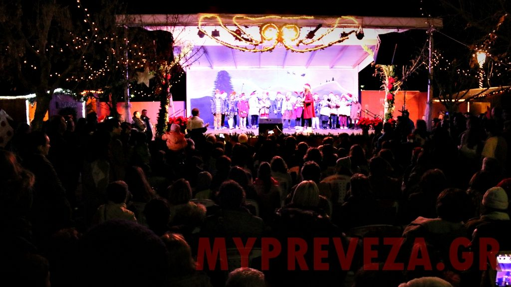 """Χριστουγεννιάτικο το κλίμα στην Πρέβεζα - Άνοιξε τις """"πύλες"""" του το Χριστουγεννιάτικο Χωριό της Χαράς"""