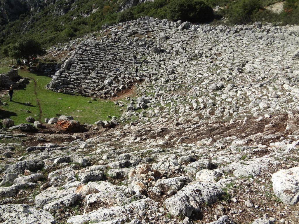 «Παραμερίζοντας το πέπλο του χρόνου: Αρχαίο Θέατρο Κασσώπης»