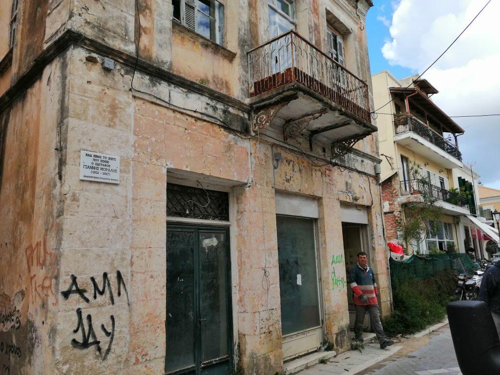 Ξεκίνησαν εργασίες αποκατάστασης στο σπίτι όπου έζησε στην Πρέβεζα ο Γιάννης Μόραλης