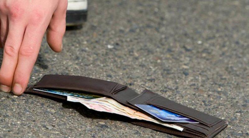 Πρέβεζα: Έχασε το πορτοφόλι της στην Ε.Ο Πρέβεζας – Ιωαννίνων, αλλά ευτυχώς το βρήκε ένας σωστός άνθρωπος