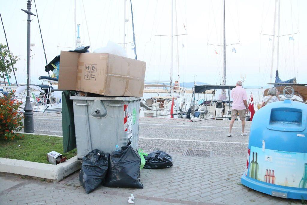 ΤΕΛΟΣ οι κάδοι απορριμάτων από την Παραλία της Πρέβεζας