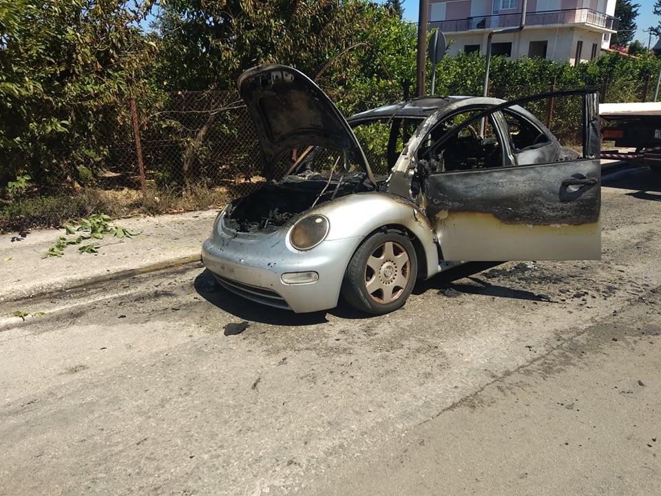 Πρέβεζα: Άρπαξε φωτιά εν κινήσει αυτοκίνητο στην Πρέβεζα