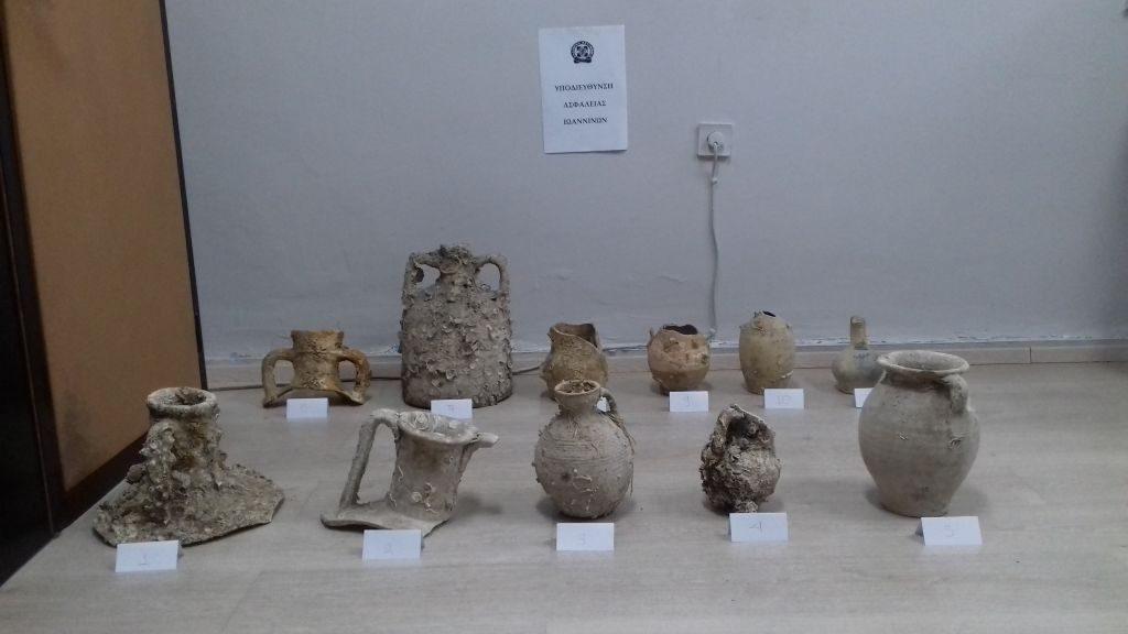 Πρέβεζα: Έκρυβαν αρχαία στα καταστήματα τους