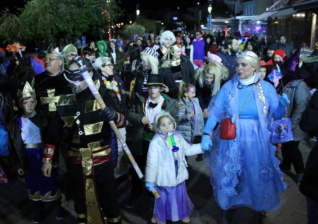 Με πυροτεχνήματα η Ποδαράτη παρέλαση του Καρναβαλικού Κομιτάτου Πρέβεζας