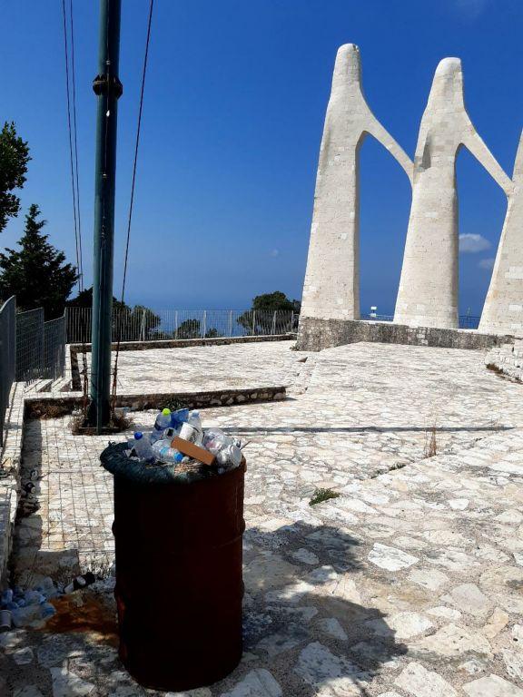 Πετώντας σκουπίδια στο Ζάλογγο…