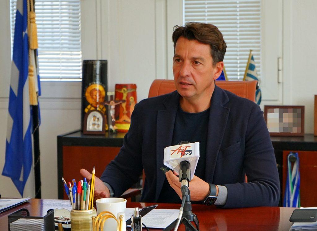 Την παρέμβαση του πρωθυπουργού για να μη κλείσει το υποκατάστημα στο Θεσπρωτικό ζητάει ο Δήμαρχος Ζηρού Νικός Καλαντζής