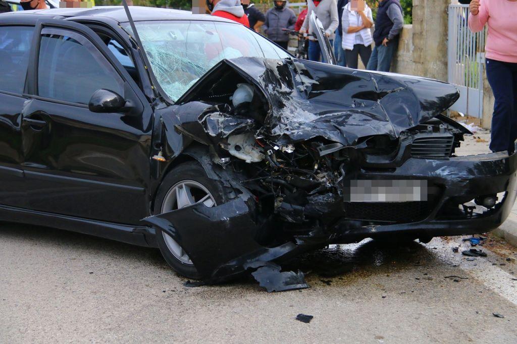Τροχαίο με μετωπική σύγκρουση οχημάτων στην Επτανήσου – Ελαφρά τραυματίστηκαν δύο παιδιά