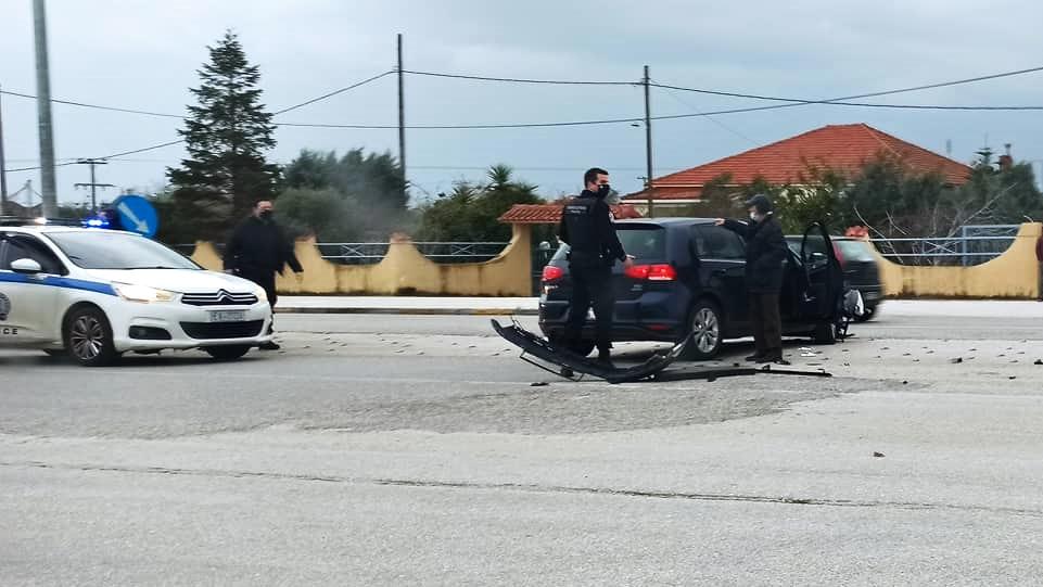 Πρέβεζα : Πλαγιομετωπική σύγκρουση οχημάτων στην Λεωφόρο Ιωαννίνων