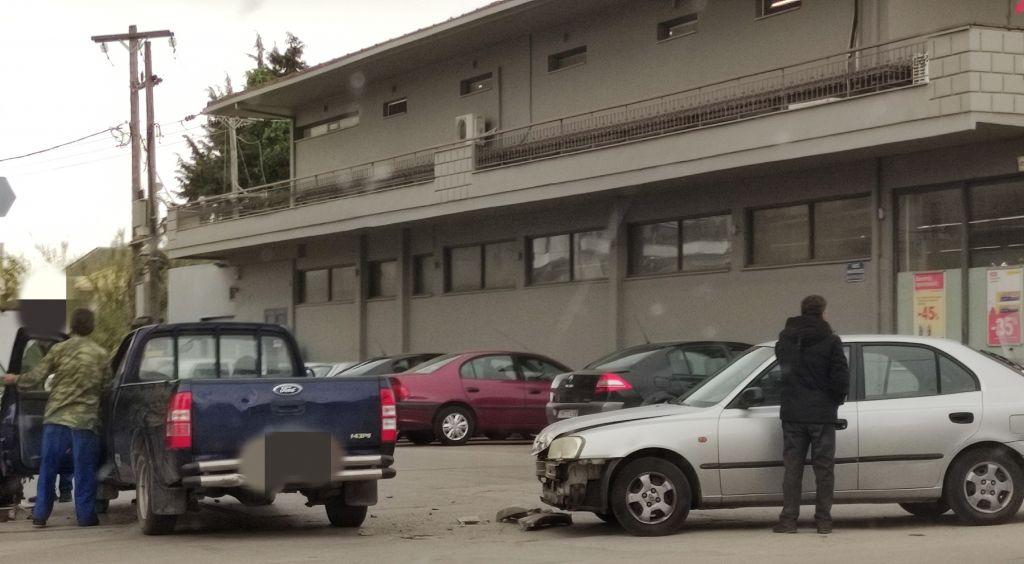 Πρέβεζα : Τροχαίο στη διασταύρωση Νικοπόλεως και Αφών Καλημέρη