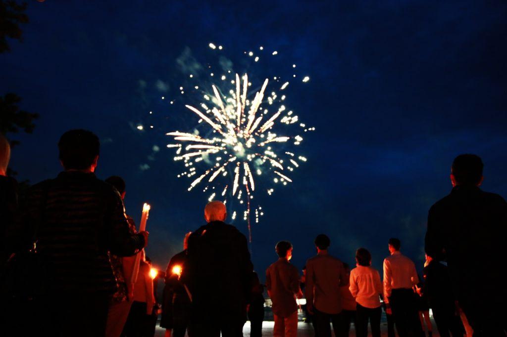 Χριστός Ανέστη : Φαντασμαγορική η Ανάσταση με τα πυροτεχνήματα στον Άγιο Θωμά Πρέβεζας