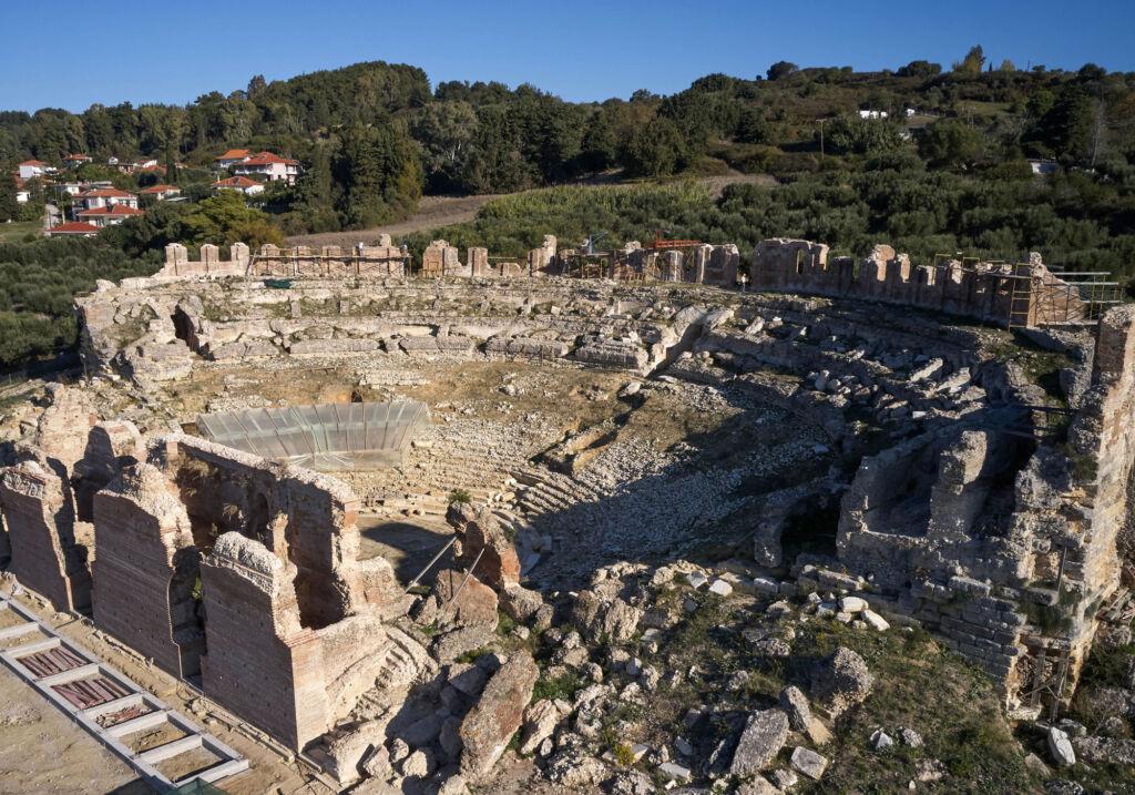Θεματική ξενάγηση στο Θέατρο της Νικόπολης, πριν το μνημείο παραδοθεί στο κοινό