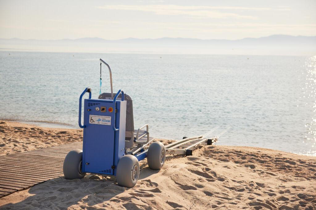 Υποδομές προσβασιμότητας ΑΜΕΑ στις παραλίες Λούτσας και Βάλτου